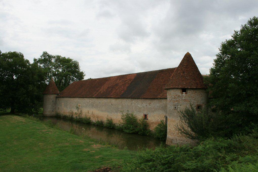 Château de l'Épine Douves et château Ⓒ Internet