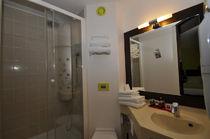 Hôtel Kyriad Design Enzo Salle de bains Ⓒ Hôtel Kyriad Design Enzo Saint-Victor - 2015