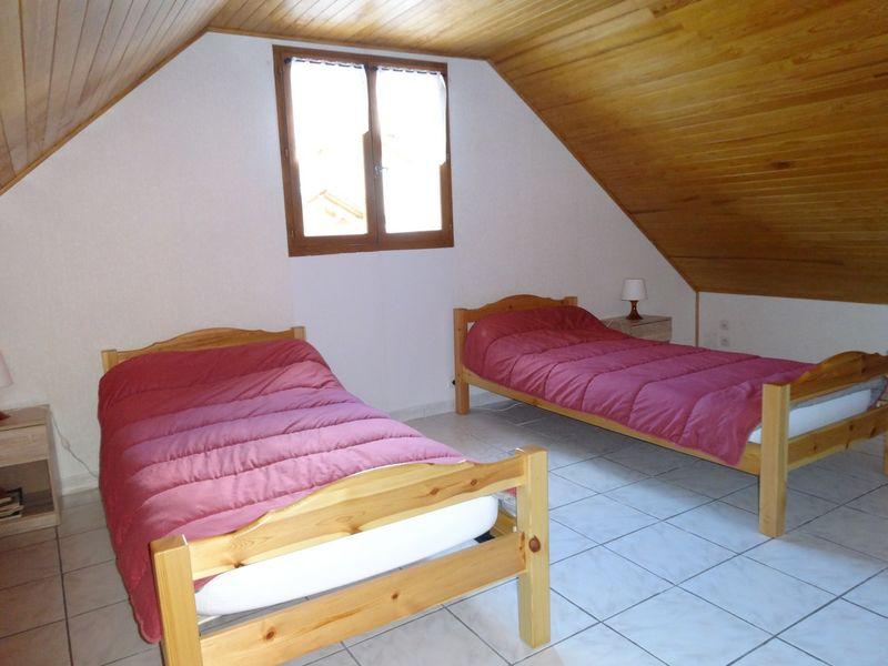Chambre. Meublé Mme CESMAT D Location Ancelle - © OTi RR