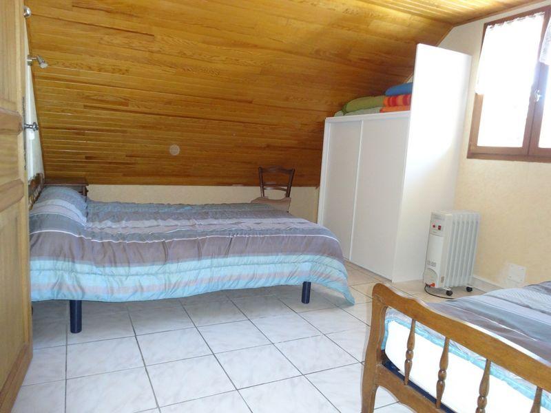 Chambre haut . Meublé Mme CESMAT D Location Ancelle - © OTi RR