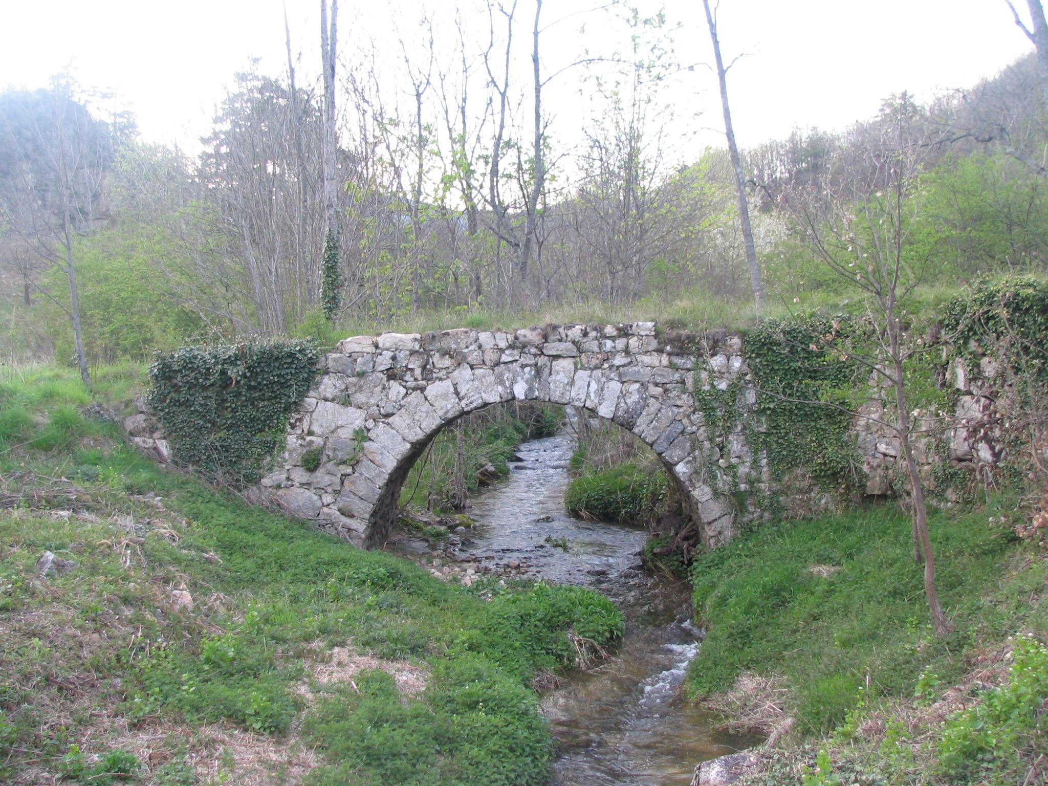 Vieux pont sur le Mézayon (Saint-Alban-dAy,Ardèche), Site