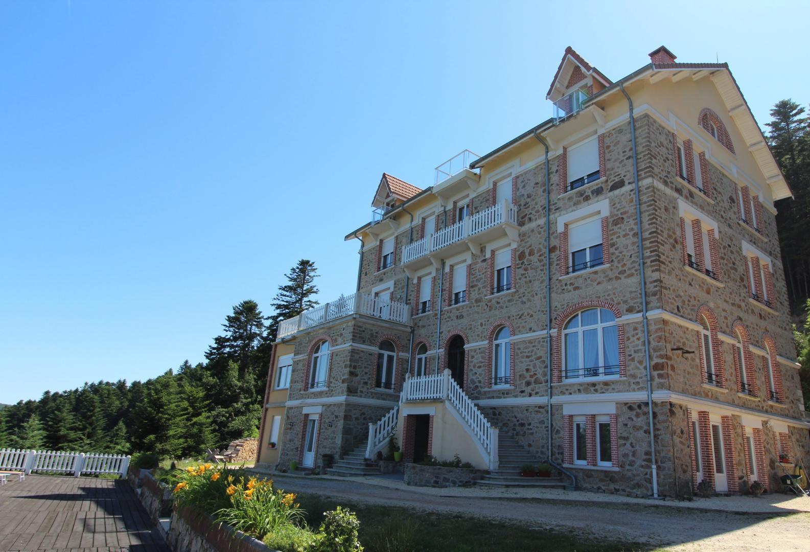 La résidence du Mont Besset (Lalouvesc,Ardèche), Bed & bre