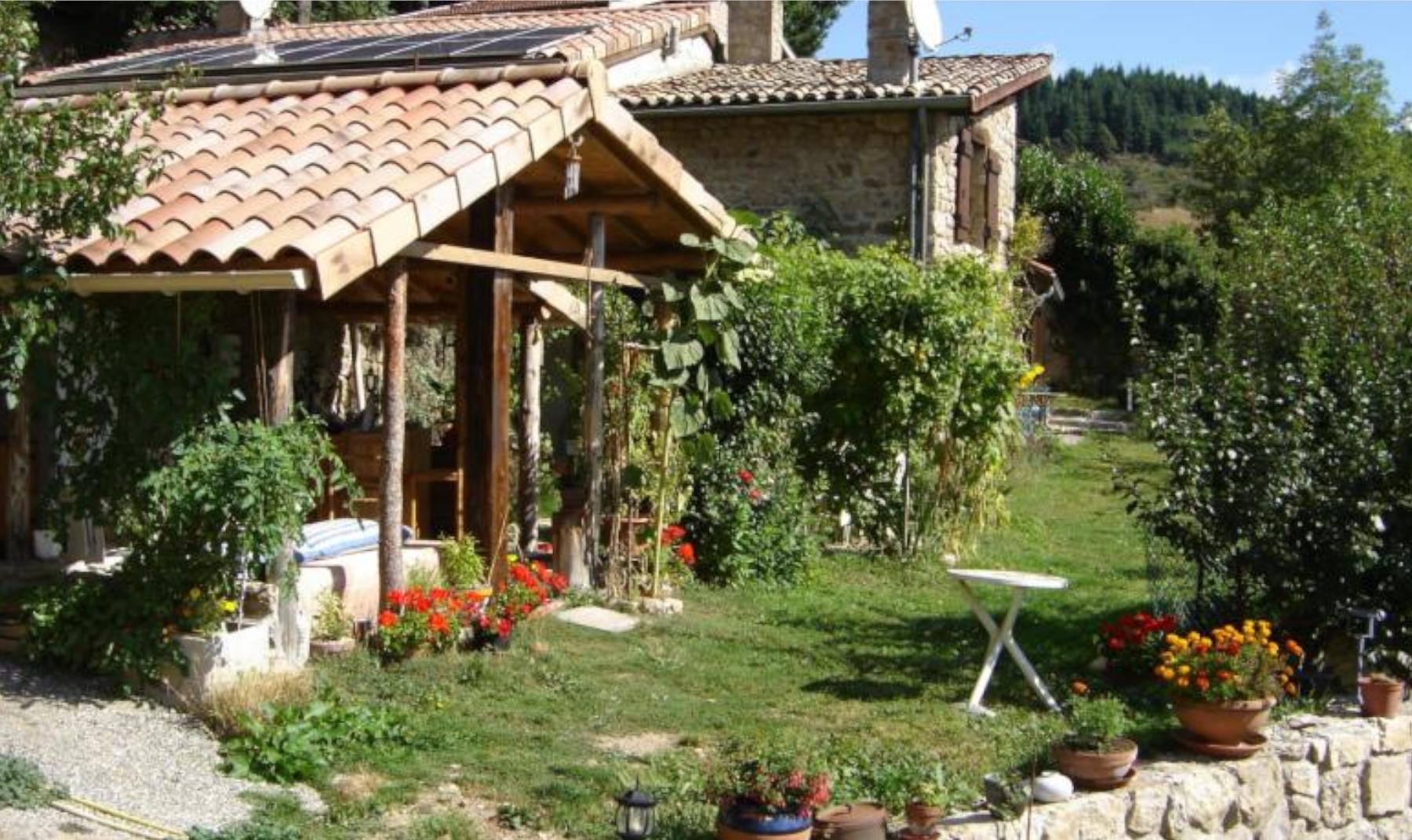 Le refuge Ardéchois (Satillieu,Ardèche), Bed & breakfast