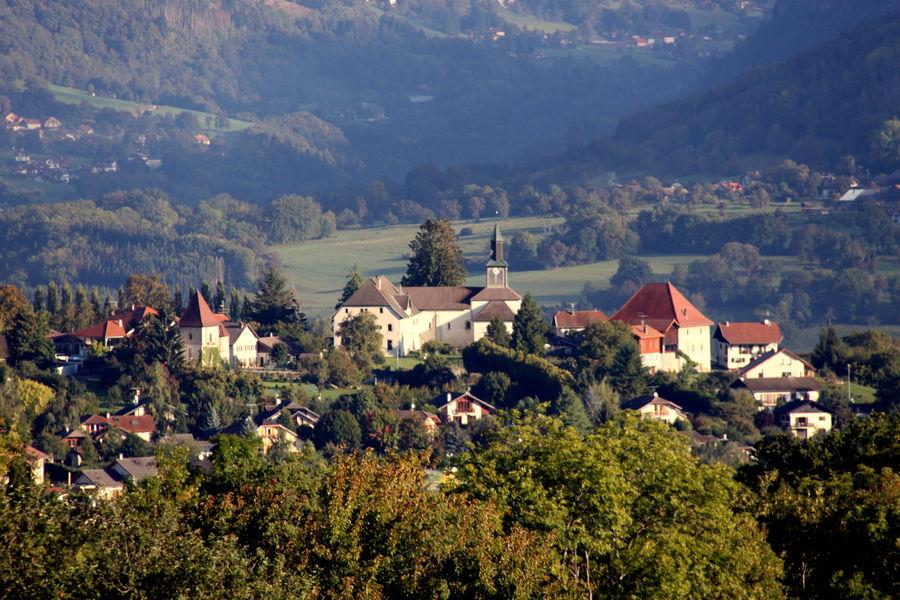City town of Peillonnex // meublés classés en location sur le Massif des Brasses