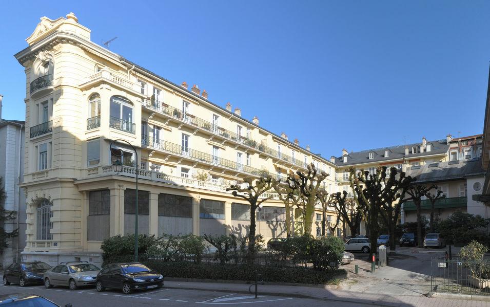 Visite guid e les palaces du centre ville aix les bains for Piscine aix les bains