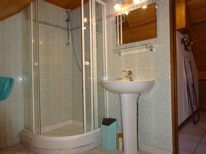 Salle d'eau Meublé Mme CESMAT D Location Ancelle - © OTi RR