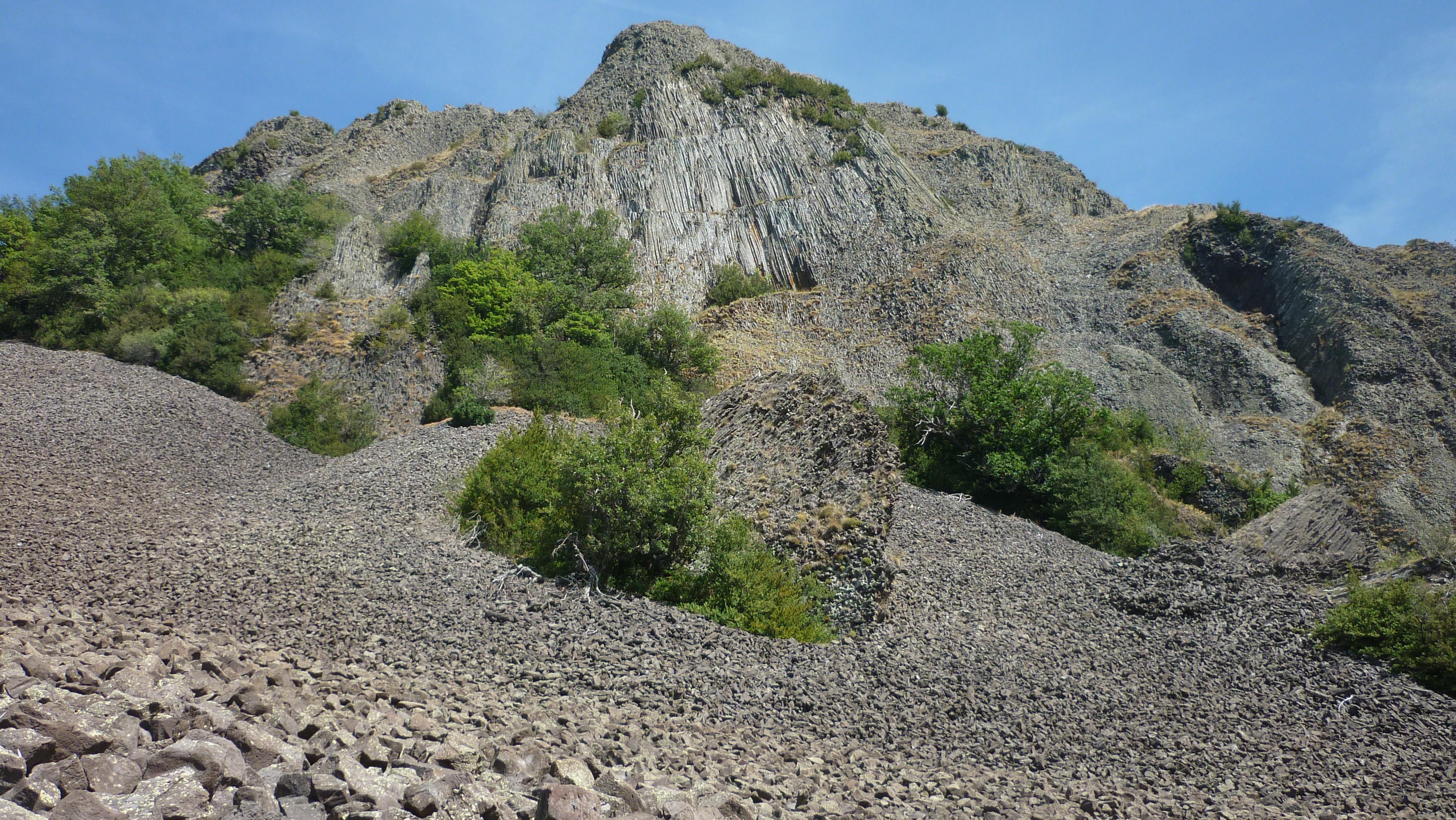 Nature & the big outdoors : Chirouzes volcano