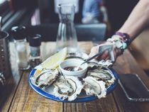 Dégustation gratuite d'huîtres de Cancale - Au service des gourmands - Tournon-sur-Rhône