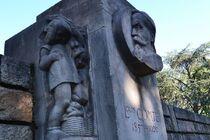 Statue Louis Comte