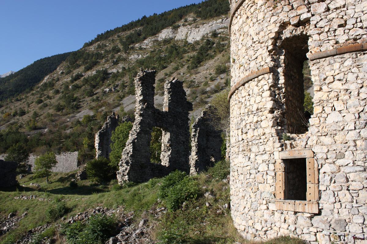 Ruines du Château de Lesdiguières, vallée du Valgaudemar