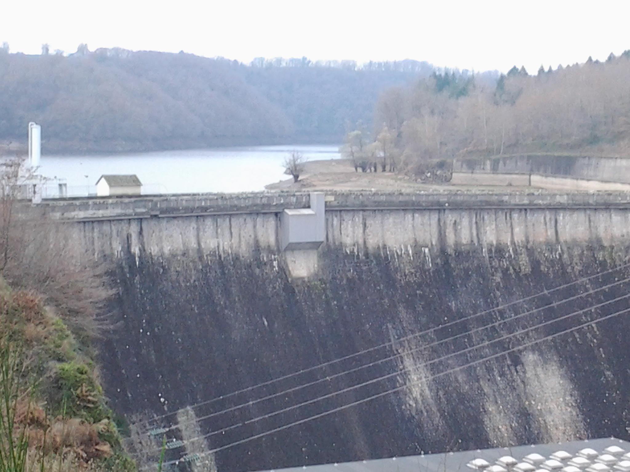 Plan d'eau-barrage de Rochebut Mazirat Ⓒ @Union de pêcheurs bourbonnais