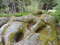 rocher à cupules Ⓒ Carol Bogros-Fonteneau