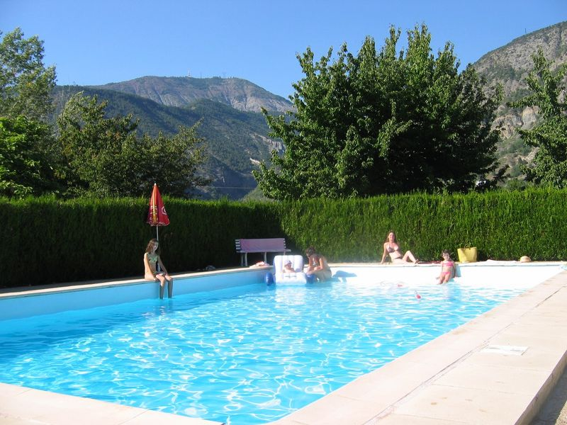 Camping les gorges de la blanche hautes alpes for Piscine embrun