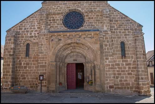 Église Saint Maurice Façade et porte d'entrée Ⓒ Internet