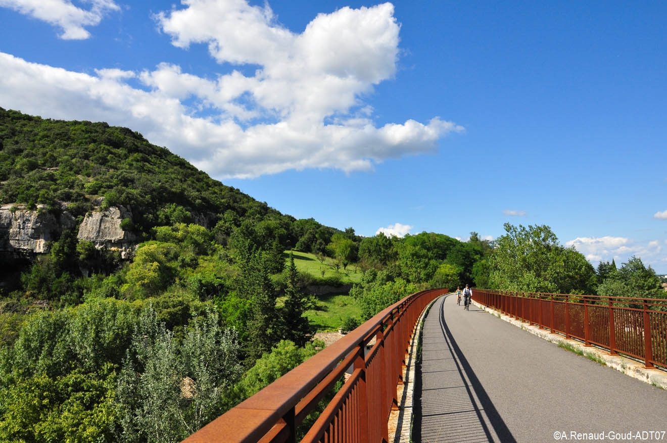 Take a bike ride along the foot and cycle paths : La Payre, the Ardèche green way