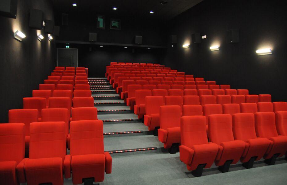 Cinéma La Trace // meublés classés en location sur le Massif des Brasses
