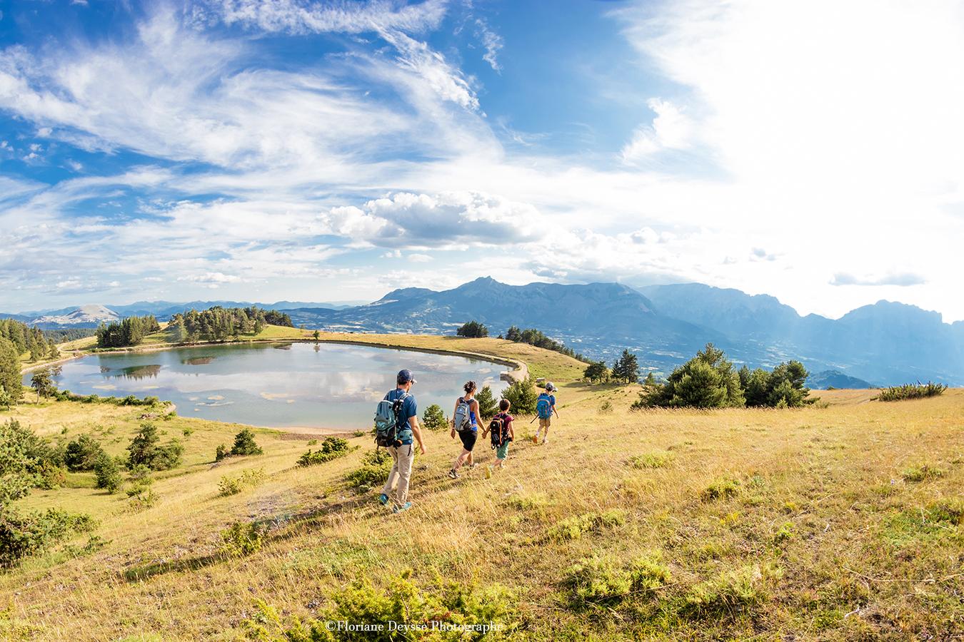 Randonnée famille au lac des Barbeyroux en été
