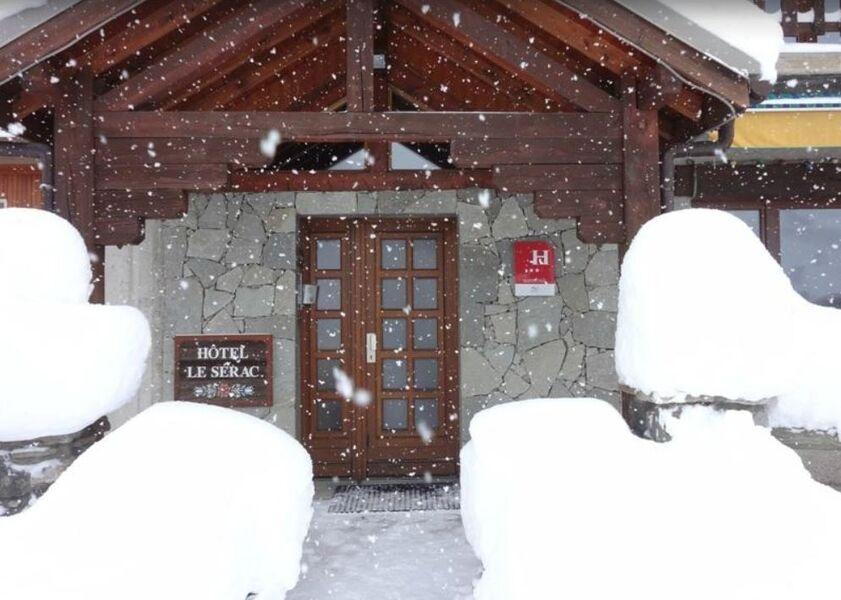 L'entrée sous la neige - � ©JMGermanaz
