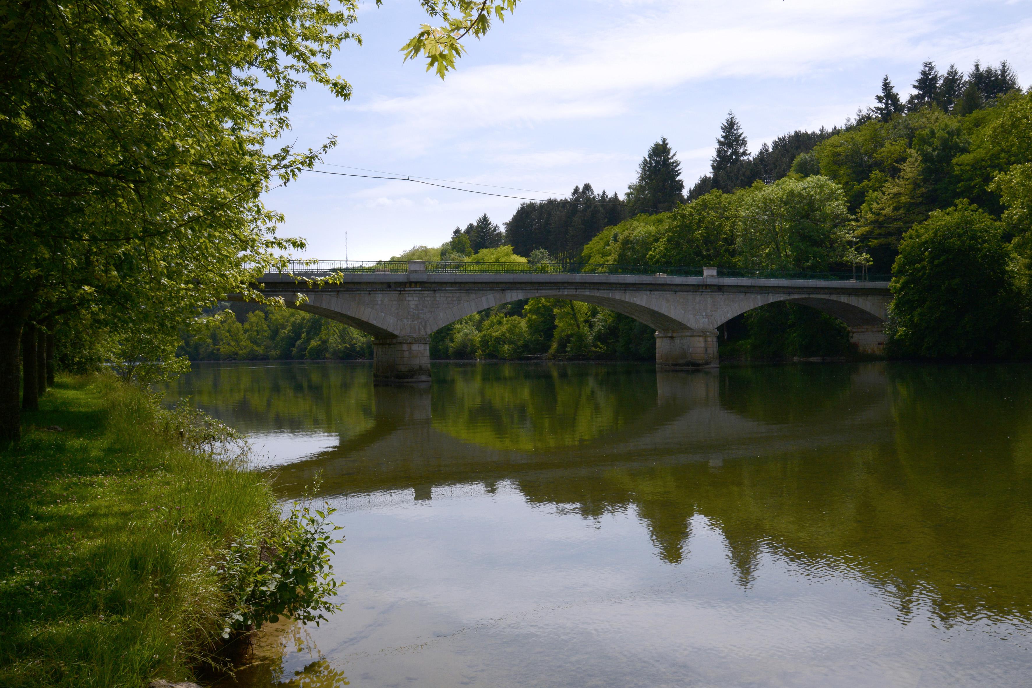 Pont de Poncin sur la rivière d'Ain