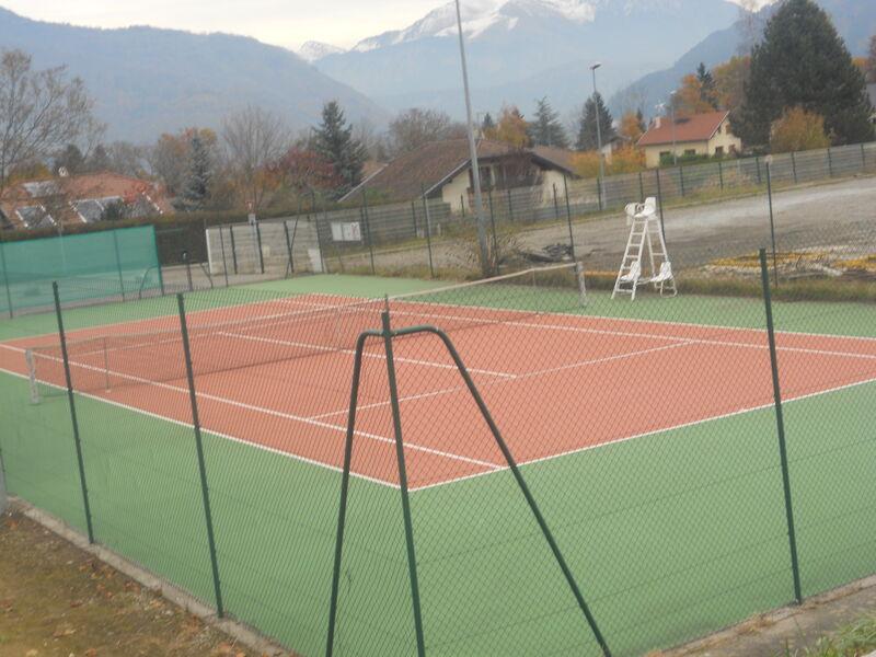 Court de Tennis de Peillonnex // meublés classés en location sur le Massif des Brasses
