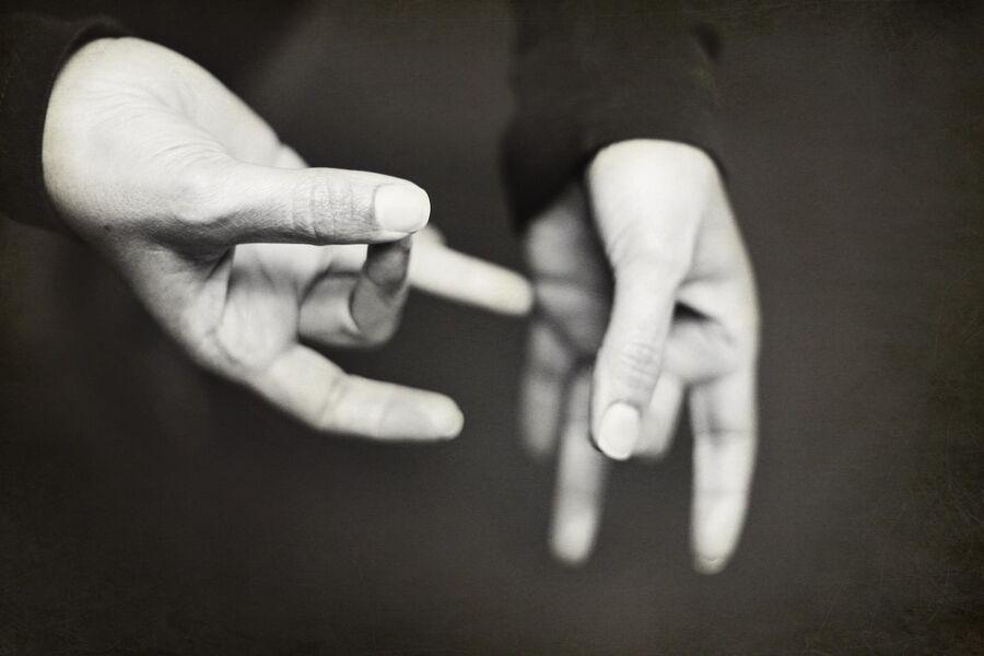 Comment communiquer avec une personne sourde ? - Tournon-sur-Rhône