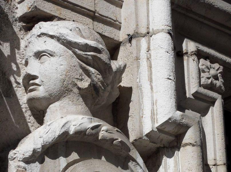 Portail d'entrée de l'hôtel Castagnery de Châteauneuf