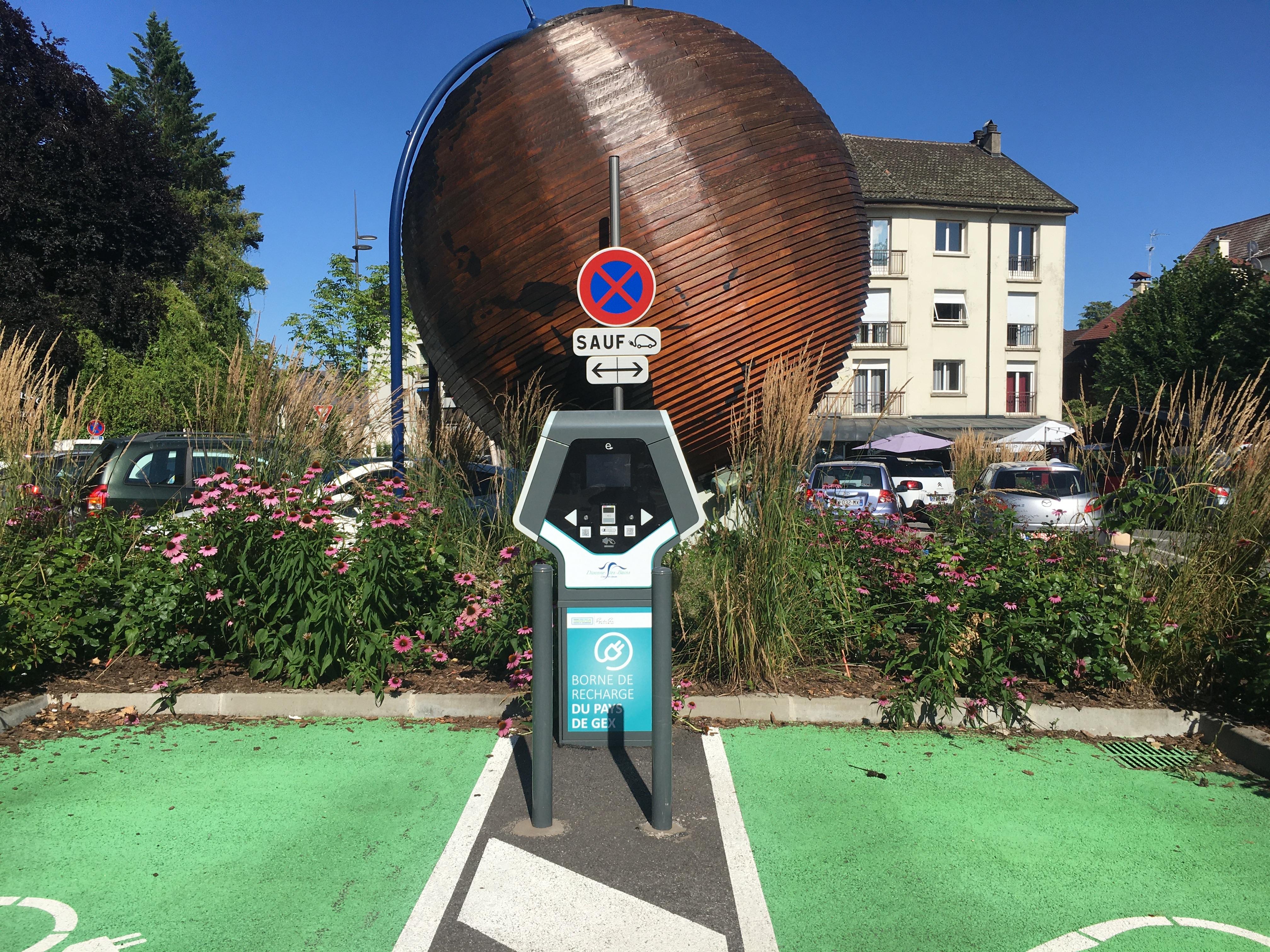 Station de recharge pour véhicule électrique parking du Globe