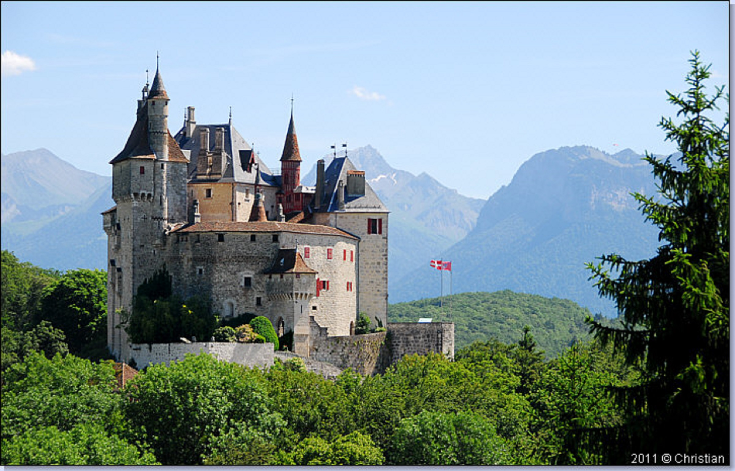 Chateau de menthon vu du Col de Bluffy