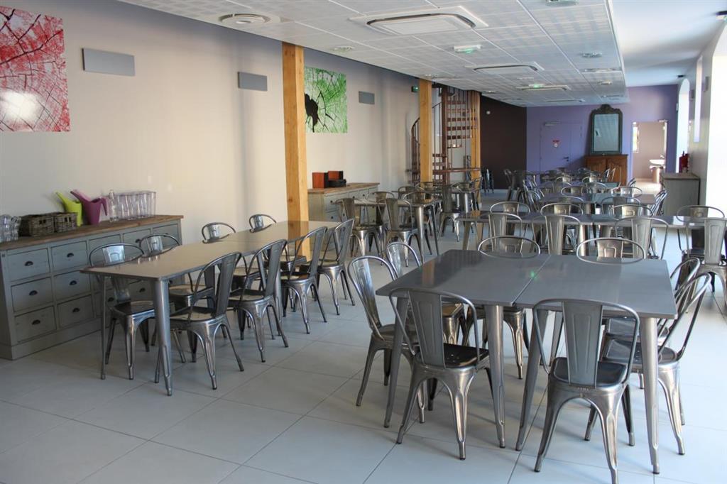 Gîte de Groupe - Château du Courtioux Salle de repas Ⓒ Gîtes de France Allier