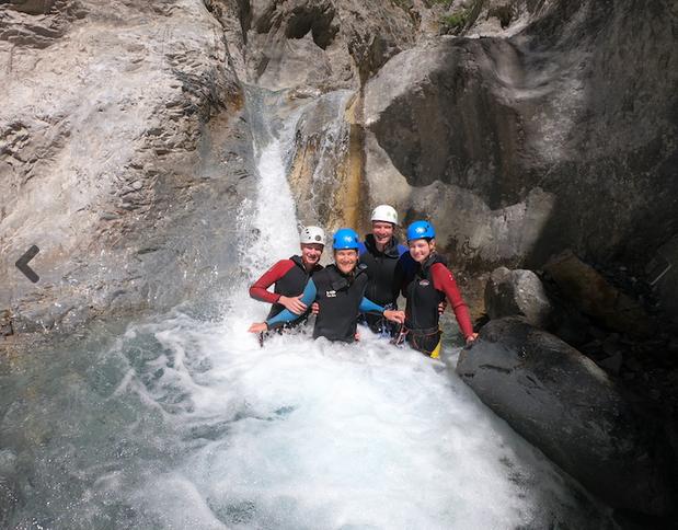 Groupe vasque canyon - © Maloya canyon aventure