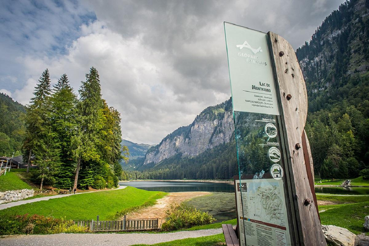 Panneau d'entrée du sentier d'interprétation du géosite Unesco du lac de Montriond