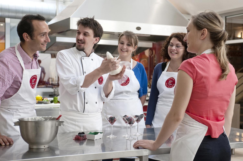 Cours de cuisine l 39 atelier des chefs lyon 2 me activite for Atelier cours de cuisine