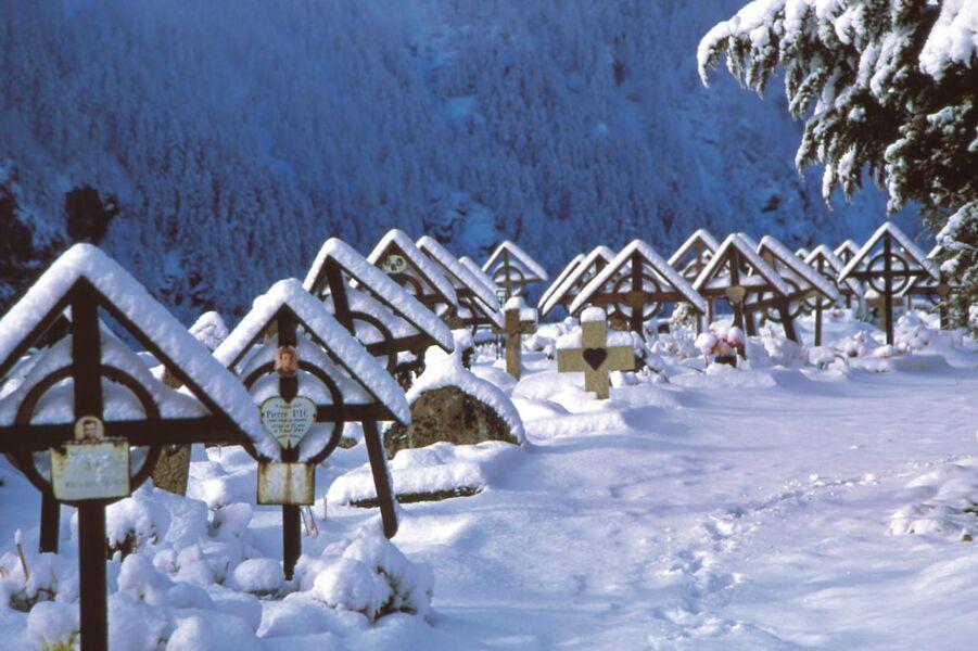 Le cimetière sous la neige - La Grave - © @DidierGrillet