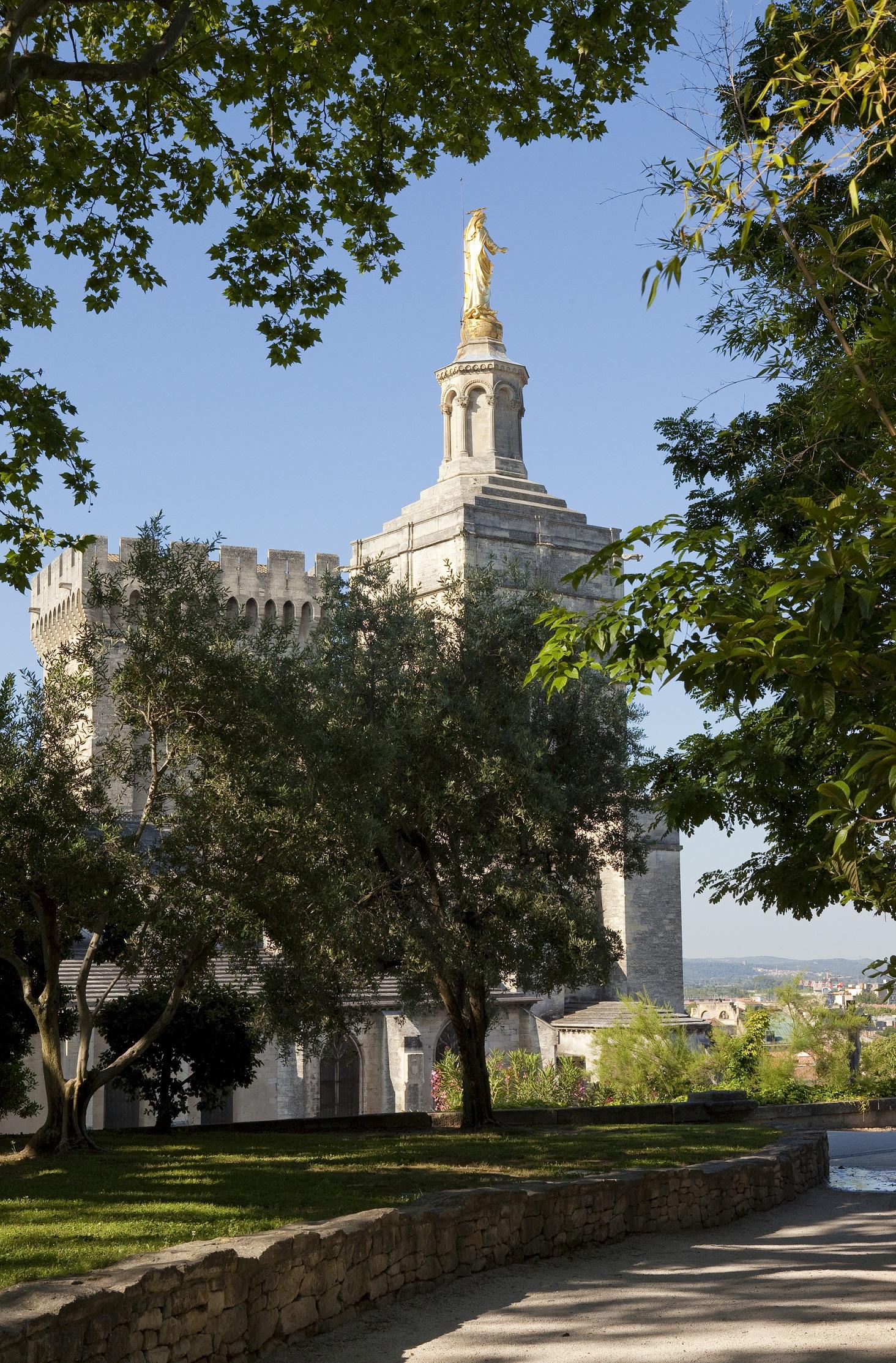 Jardin du Rocher des Doms et cathédrale N-D des Doms