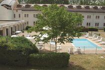 Hôtel Mercure Vichy Thermalia Piscine chauffée et parc Ⓒ Mercure Vichy Thermalia - 2014