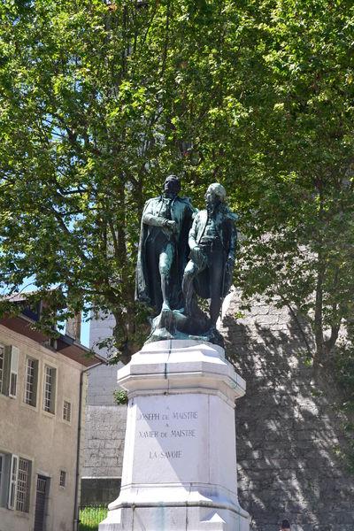 Statue des frères de Maistre à Chambéry