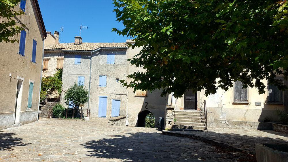 Place du village - © Office de Tourisme Sisteron Buëch