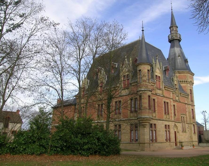 Gîte de groupe - Château du Petit Bois Bâtiement Ⓒ Gîtes de France Allier