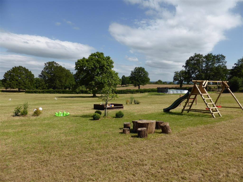 Camping Mathonière Aire de jeux Ⓒ Camping Mathonière