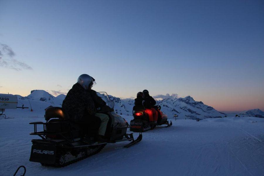 Balade en scooter des neiges à Superdévoluy, Hautes Alpes, Alpes du Sud - © OT Dévoluy