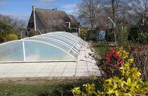 L'eau de la piscine commence à chauffer ... Ⓒ Gîtes de France