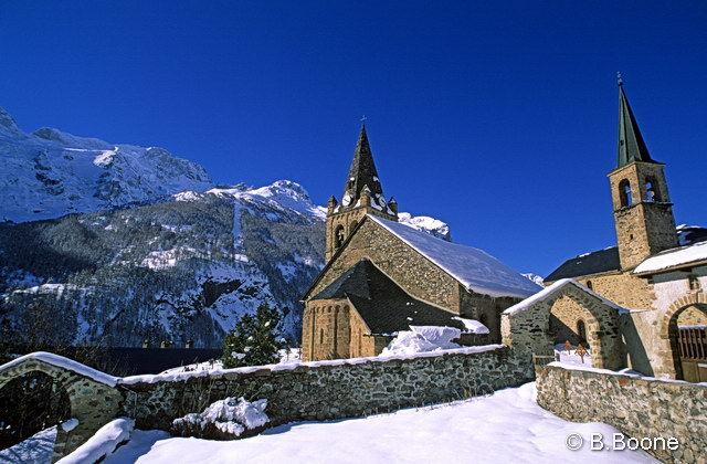 La chapelle sous la neige - @BertrandBoone