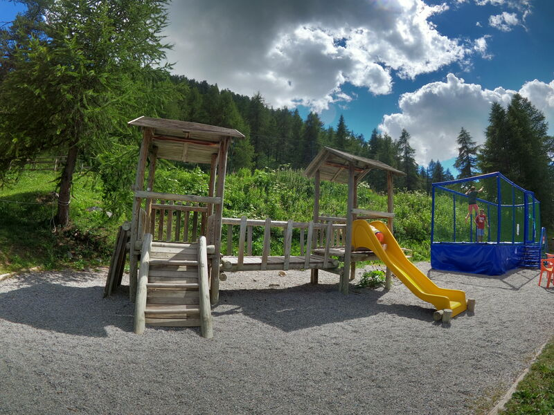 Aire de pique-nique de la zone des Lacs - Aire de jeux - Office de Tourisme de Montgenèvre