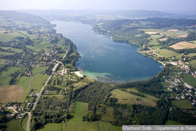 Vue du lac de Paladru et du Marais de la Verronnière et Courbon
