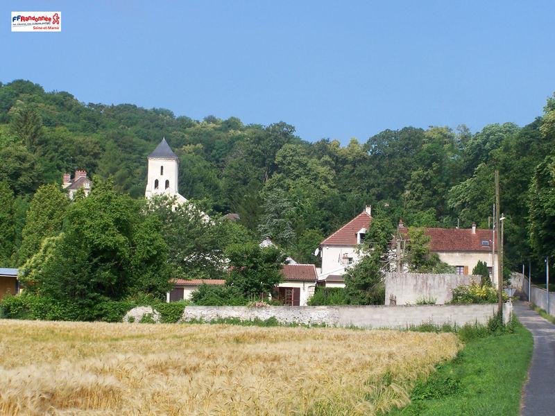 Eglise et cimetière à Luzancy