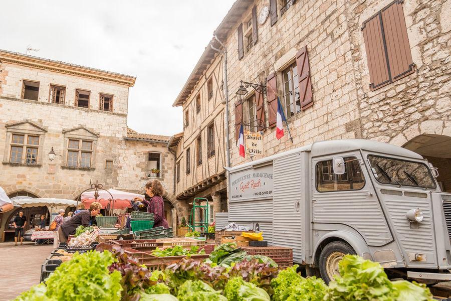 Castelnau de Montmiral market