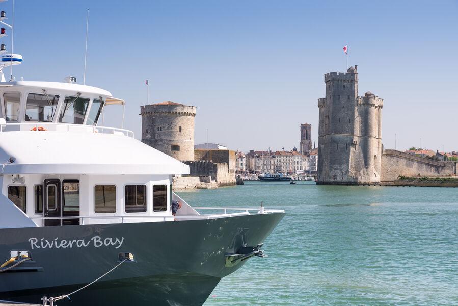 Le Riviera Bay quittant le port de La Rochelle