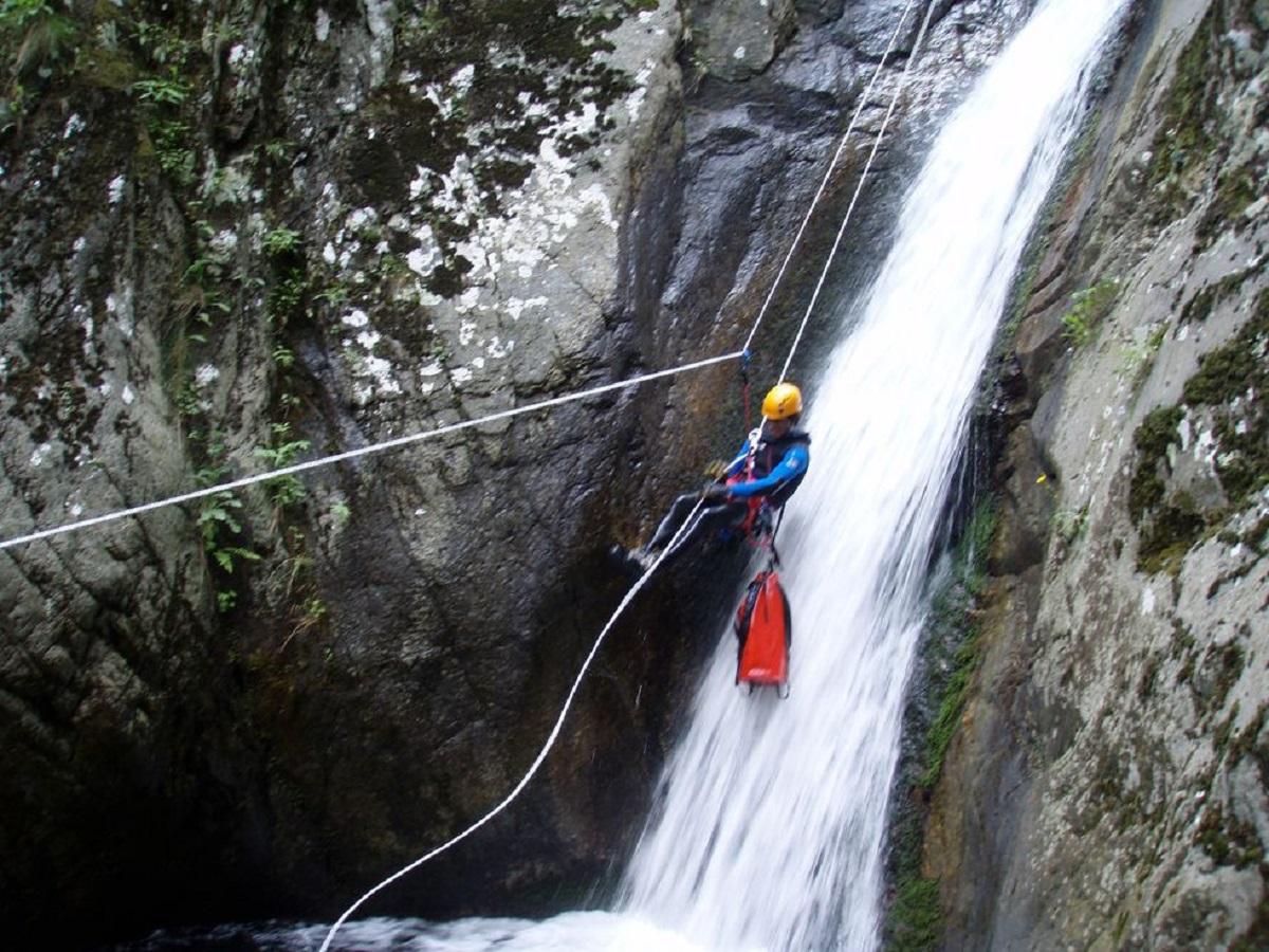 Bureau des guides d' Auvergne - Canyoning