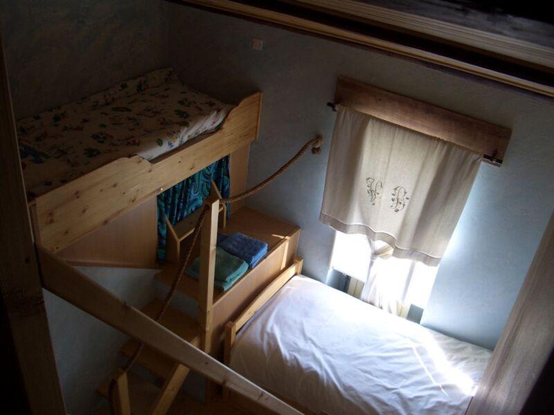 Troisème vue de la chambre Crépuscule, depuis la mezzanine vers le lit double en contrebas