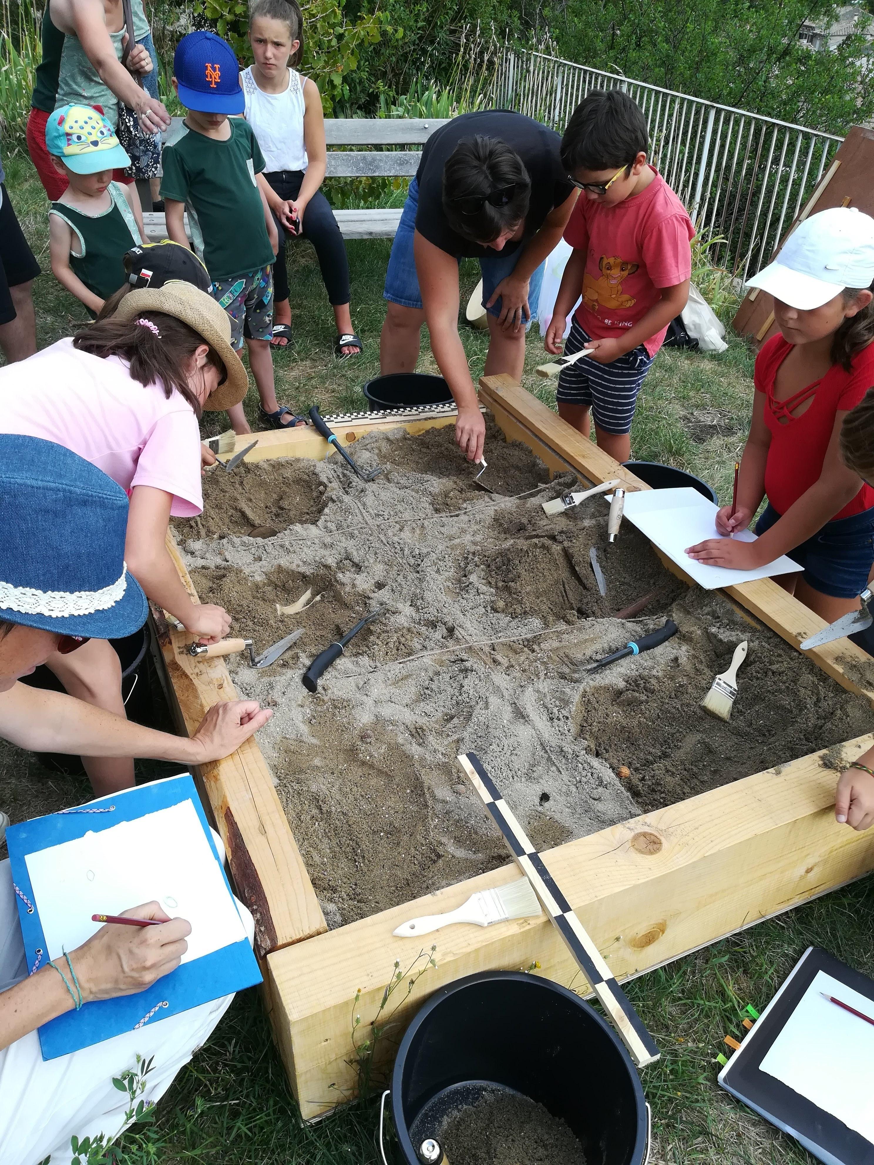 Visite / animation jeune public : Chalencon, apprentis archéologues